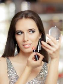 Cómo maquillarse en Nochebuena: ¡Ilumina la cena!