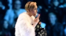 Miley Cyrus se supera en los MTV EMA 2013: desnuda y drogada en el escenario