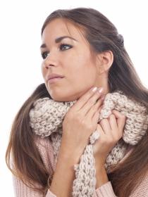 Dolor de garganta por placas de pus: causas, diagnóstico y tratamiento