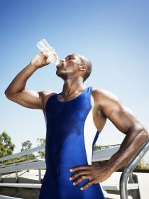 Falsos mitos sobre dieta: hay que beber 2 litros de agua al día