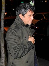 Alejandro Sanz, desolado ante la muerte de Paco de Lucía, su segundo padre