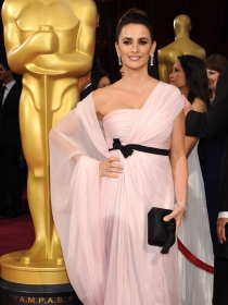Oscars 2014: Penélope Cruz deslumbra en rosa y oro blanco