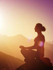 Los beneficios de practicar yoga para eliminar el estrés