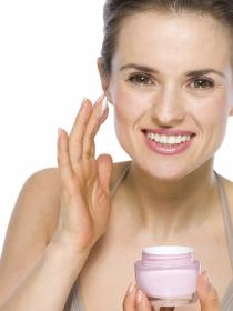 Falsos mitos sobre piel: las cremas antiarrugas no hacen nada
