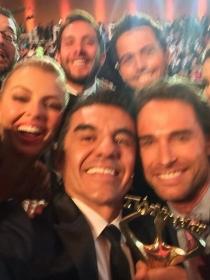 El selfie de Adrián Uribe en los Premios TVyNovelas 2014 triunfa en Twitter... por 'naco'