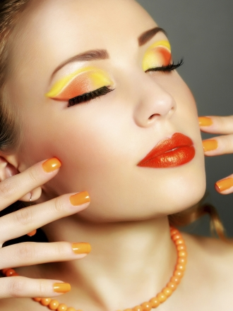 Maquillaje en tonos fuertes