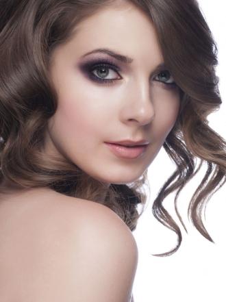 Maquillaje en tonos oscuros
