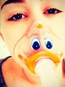Miley Cyrus no pierde la sonrisa ni en el hospital