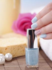 Cómo hacerse la manicura para que el esmalte de uñas dure más