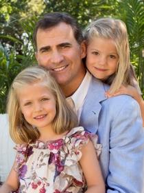 La Casa Real publica fotos de Felipe con sus hijas, pero sin Letizia