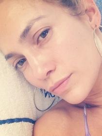 Jennifer Lopez, sin maquillar y con el ánimo por los suelos