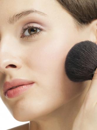 Maquillaje y polvos de sol