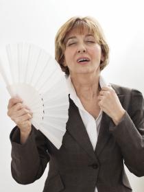 Cómo controlar los calores durante la menopausia