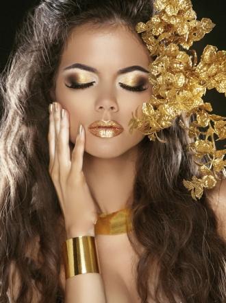 Cómo maquillarse en dorado
