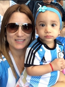 Jorgelina Cardoso y Mía, mujer e hija de Di María, los apoyos del futbolista en su lesión