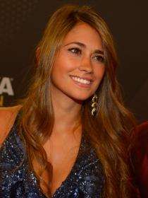 Antonella Roccuzzo, el consuelo de Messi tras perder la final del Mundial 2014