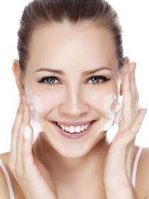 Causas y tratamientos del acné en adultos: granos y espinillas más allá de la adolescencia