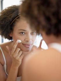 Cremas para el acné: qué productos utilizar para eliminar los granos