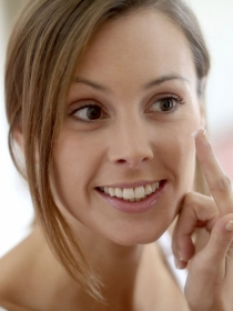 Manchas y cicatrices por los granos: cómo eliminar las marcas del acné