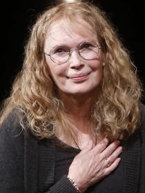 Mia Farrow: cómo ser madre de 15 hijos y no morir en el intento