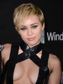 Miley Cyrus y Rihanna: transparencias, cuero y vestidos demasiado sexies