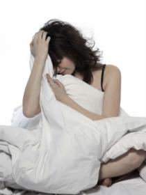 Estar solo en casa produce insomnio: los momentos más terroríficos