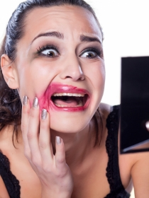 9 señales de que eres adicta al maquillaje