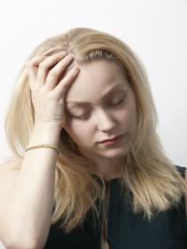 El dolor de cabeza que produce la resaca: los peores momentos