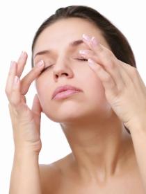 Remedios caseros para quitar las bolsas de los ojos