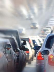 Señales de tráfico confusas: cómo causar un accidente con un cartel solo