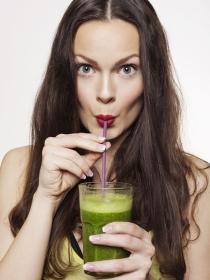 Qué es la dieta detox: riesgos y beneficios de las dietas desintoxicantes