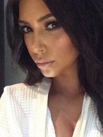 Kim Kardashian no se corta: su escote más extremo en Instagram