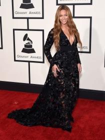 Ríndete a los vestidos de encaje como Beyoncé, la diva del pop