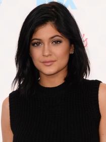 Kylie Jenner, la otra reina de los selfies que 'pisa' a Kim Kardashian