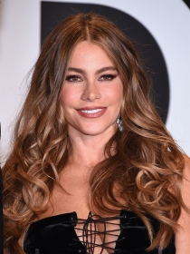 Sofía Vergara desvela en Twitter detalles de su película con Reese Whiterspoon