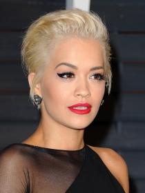 Maquillaje de celebrities: los labios rojos de Rita Ora