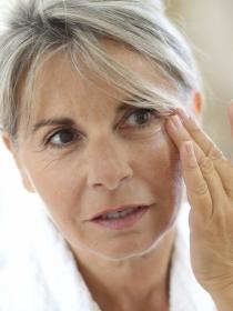 Ojeras de color oscuro: trucos de maquillaje para disimularlas