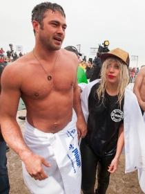 Lady Gaga y Taylor Kinney, un amor solidario en el lago Michigan