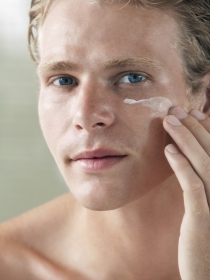 Cómo eliminar las ojeras de los hombres