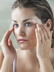 Remedios caseros para las ojeras de color rojo