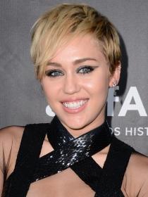 Miley Cyrus, más cerca de Selena Gomez