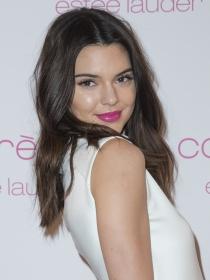 Kendall Jenner brilla para Estée Lauder