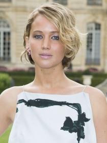 Jennifer Lawrence y su pasión por los vestidos blancos