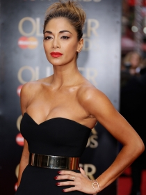Nicole Scherzinger, radiante en los Olivier Awards 2015