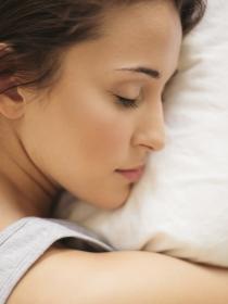 Qué alimentos ayudan a dormir bien