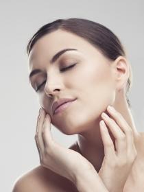 Pintalabios rojo: el secreto para eliminar las ojeras
