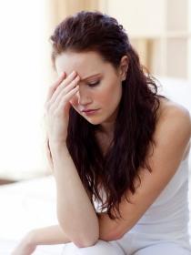 La relación del dolor de cabeza y las ojeras