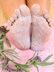 Cómo hacer una crema casera para exfoliar los pies
