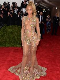 MET Gala 2015: Beyoncé, Kardashian y JLo, guerra de transparencias