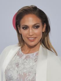 Jennifer Lopez, más curvas que Kim Kardashian